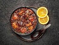 Рецепта Печен шарен боб със свински ребра и домати на фурна